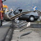 Peugeot hits the guard rail in france